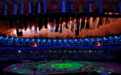72 indios amazónicos tejen redes con hilos de gran longitud en la ceremonia de apertura de Río 2016