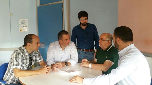 El equipo de campaña de VOX con Santiago Abascal Escuza (segunda posición a la derecha) en un hospital de la provincia de Álava. Lasvocesdelpueblo.