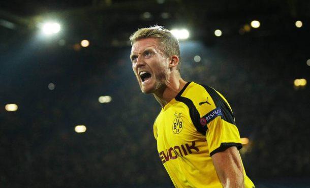 El jugador del Dortmund Andre Schuerrle celebra después de anotar el gol del empate 2-2 durante un partido por el grupo F de la Liga de Campeones entre el Dortmund y el Real Madrid, en Dortmund (Alemania). EFE