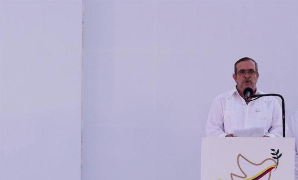 """El máximo líder de las Fuerzas Armadas Revolucionarias de Colombia (FARC), Rodrigo Londoño Echeverri, alias """"Timochenko"""", habla en la ceremonia de la firma del acuerdo de paz en la ciudad de Cartagena (Colombia). EFE"""