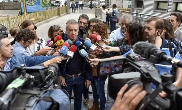 """Urkullu sobre Puigdemont: No se puede dirigir Cataluña """"vía internet"""""""