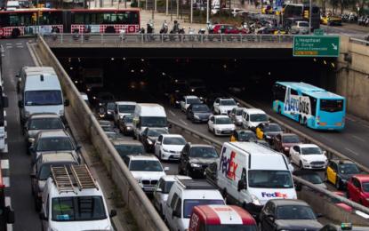 (Tráfico) Área metropolitana de Barcelona genera pérdida de 52.000h diarias, 12 millones horas anuales