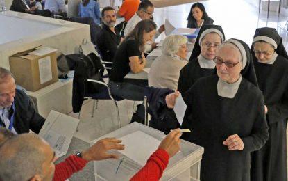 La participación en las elecciones gallegas se mantiene a los niveles de 2012 con el 42,48% a las 17:00