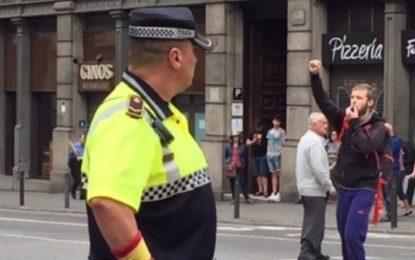 Ada Colau quiere expulsar a un agente de Guardia Urbana por mostrar su orgullo español