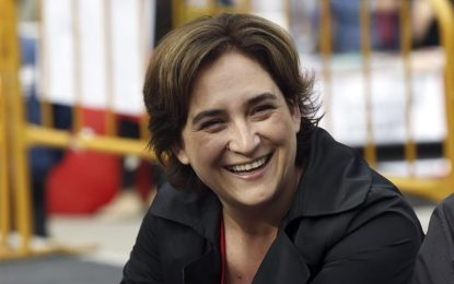 Ada Colau suspende la concesión de licencias de establecimientos hoteleros, alimentarios y turísticos