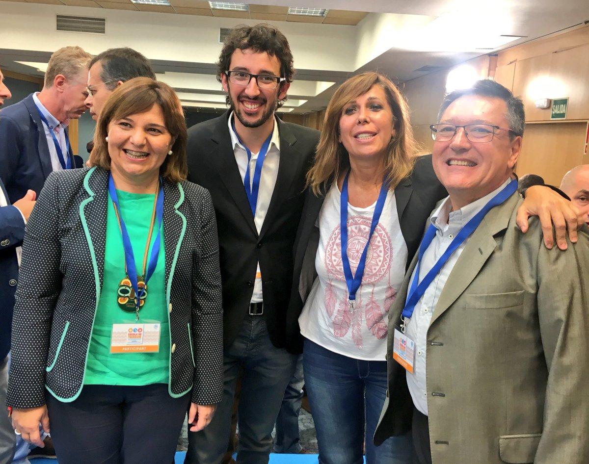 La presidenta del PPC, Alicia Sánchez-Camacho (c) con la líder del PP Valenciano (i) hoy durante la 'Escuela de Otoño del PPC' en Cambrils Tarragona (España). Lasvocesdelpueblo.