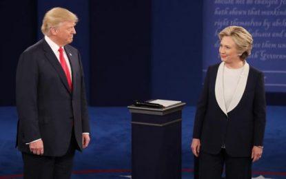 """Trump se defiende mostrando su """"respeto"""" a las mujeres ante las acusaciones de Hillary Clinton"""