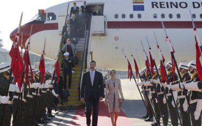 Los Reyes de España agasajados con una solemne bienvenida en Portugal