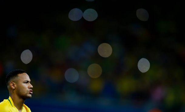 Neymar de Brasil reacciona tras un partido entre Brasil y Argentina por la clasificación al Mundial Rusia 2018, en el estadio Mineirão, en la ciudad de Belo Horizonte (Brasil). EFE