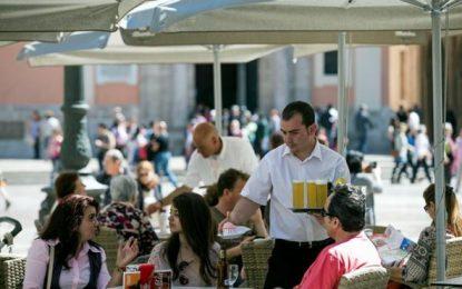 Españoles menores de 30 años cobran menos y tienen más tasa de paro que la generación anterior