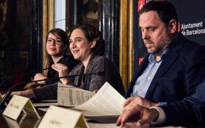 """Ada Colau niega que su rechazo a símbolos de España en Cataluña responda a """"decisión personal"""""""