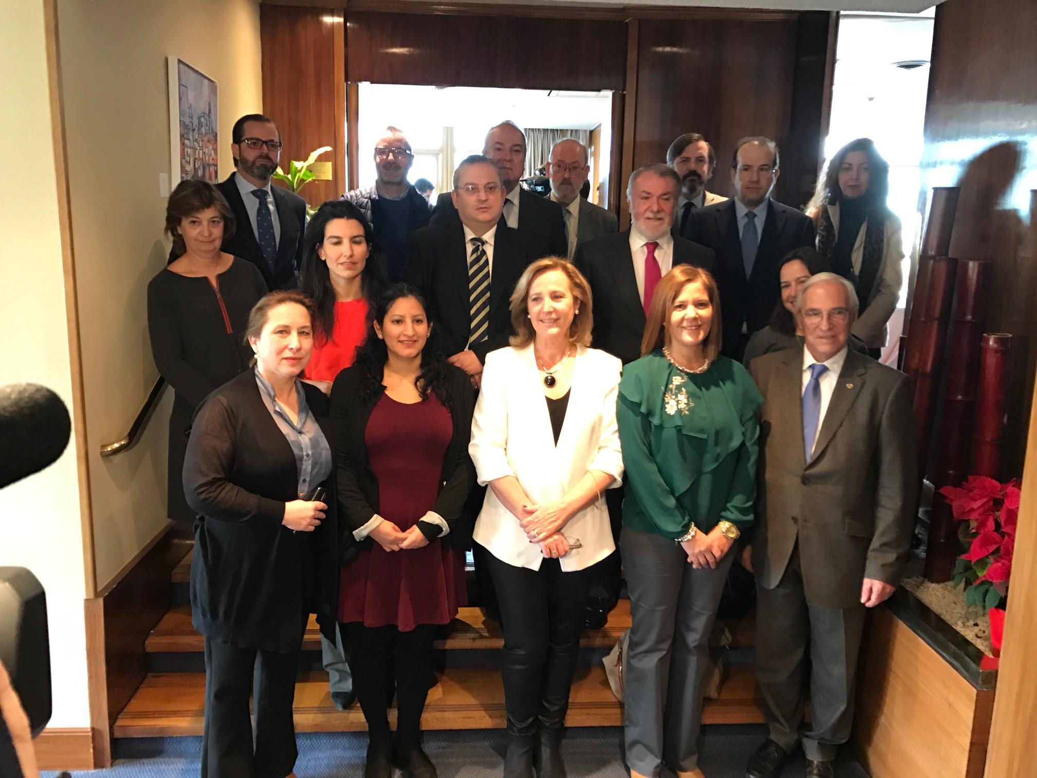 Los representantes de las organizaciones integrantes de la nueva entidad española «Plataforma Por Las Libertades», este martes 20 de diciembre durante el acto de presentación en la capital de la patria, Madrid. Lasvocesdelpueblo.