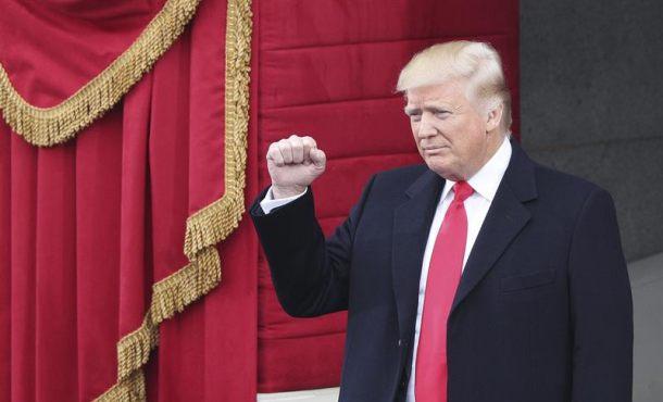 Washington (Estados Unidos), viernes 20 de enero de 2017. Trump llega al Capitolio para asistir a la ceremonia de su investidura como 45º presidente de los Estados Unidos en Washington DC hoy, 20 de enero de 2017. Efe.