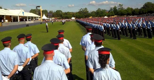 Centenares de nuevos agentes del Cuerpo policial autonómico de Cataluña durante un acto de gradución del Cuerpo. Archivo Efe.