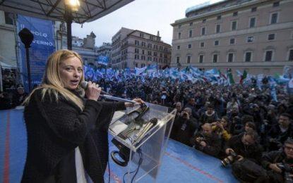 Miles de italianos de la derecha piden en Roma comicios generales inmediatos