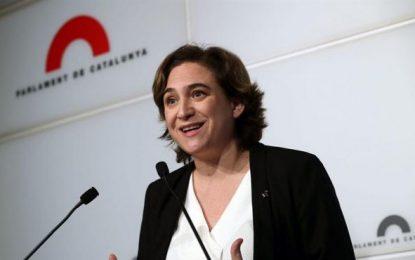 Ada Colau baja 2,8 puntos pero volvería a ganar las elecciones, Convergencia cae detrás de ERC