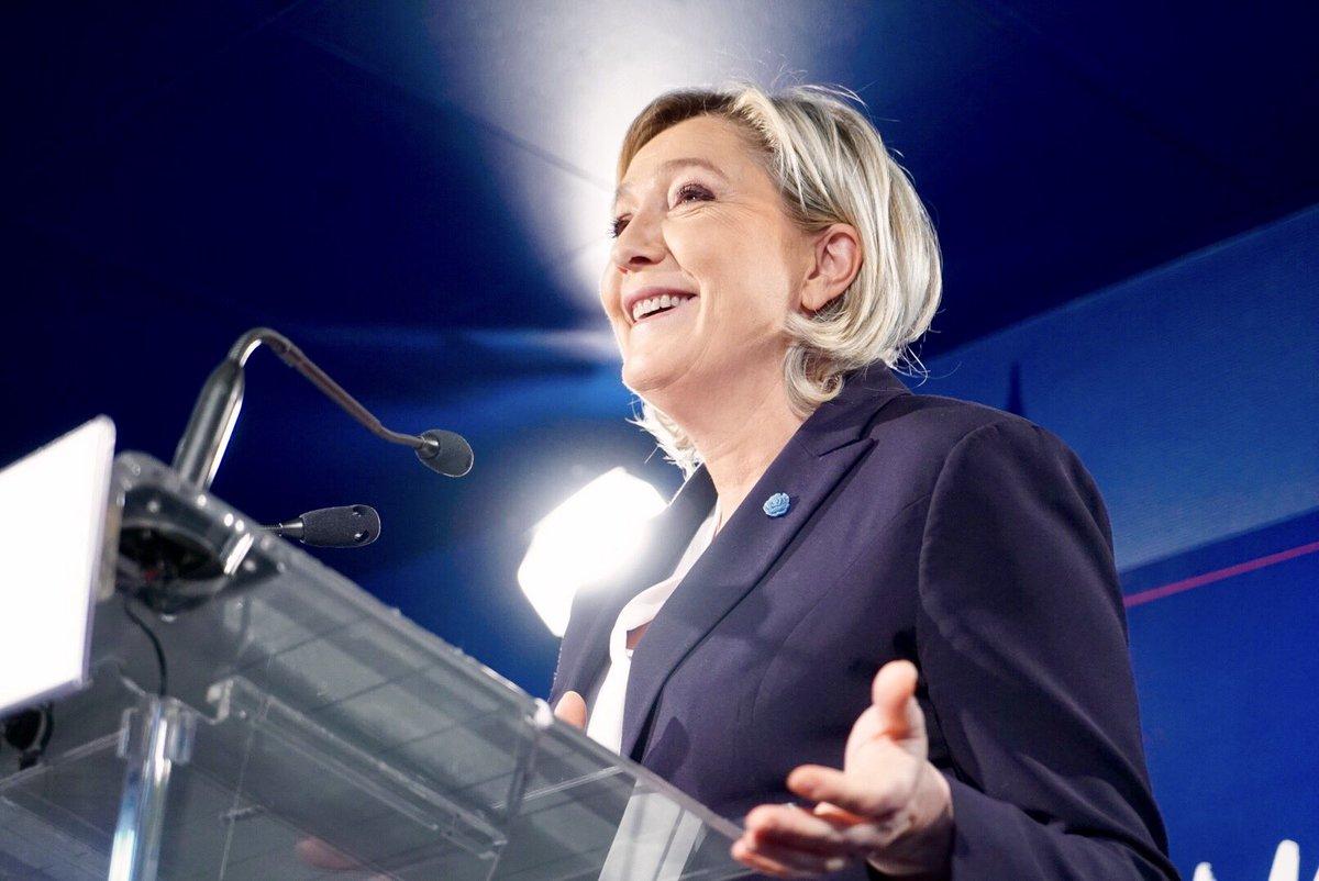 París (Sede de Frente Nacional), La líder de la derecha identitaria francesa, Marine Le Pen, ofrece una rueda de prensa para presentar sus perspectivas para 2017. Lasvocesdelpueblo.