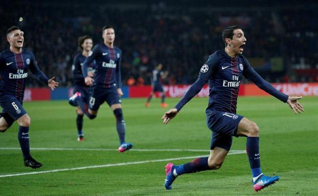 El jugador Ángel Di María (d) de París Saint Germain celebra la anotación de un gol ante Barcelona durante un partido entre París Saint Germain y FC Barcelona de la Liga de Campeones, que se disputó en el estadio Parc des Princes, en París (Francia). Efe.