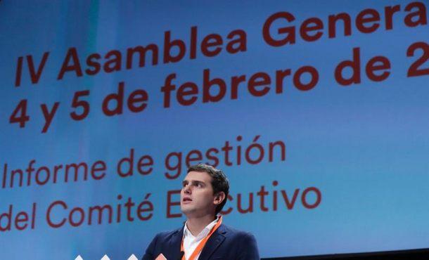 El presidente de Ciudadanos, Albert Rivera, durante su intervención en la IV Asamblea General del partido que se celebra en Teatro Nuevo Coslada, en Coslada (Madrid). Efe.