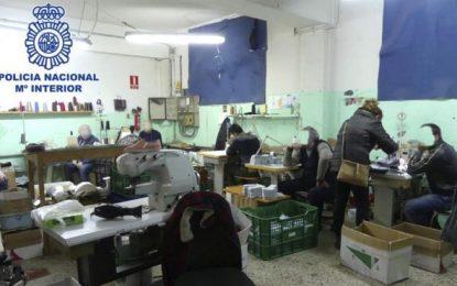 España: Detenidos padre e hijo por explotación de 12 trabajadores con jornadas diarias de 14 horas