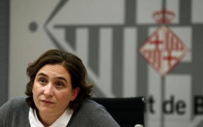 Ada Colau critica con la boca pequeña la corrupción de CDC de Puigdemont y Artur Mas