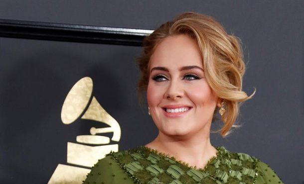 Los Ángeles (EEUU), domingo 12 de febrero de 2017. 59 edición de los Grammy. La cantante británica Adele a su llegada a la 59 edición de los premios Grammy, celebrada en el Teatro Microsoft de Los Ángeles (California). Efe.