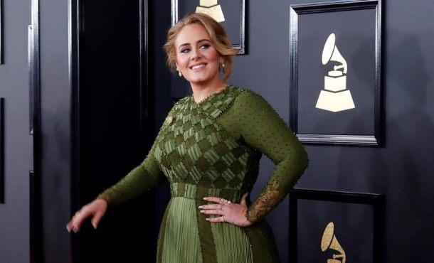 La cantante la británica Adele a su llegada a la 59 edición de los premios Grammy, celebrada en el Teatro Microsoft de Los Ángeles (California). Efe
