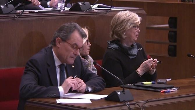 Los encausados separatistas golpistas Artur Mas (i), y consejeras de gobierno, Joan Ortega (c) e Irene Rigau (d) hoy, viernes 10 de febrero de 2017, en la Sala del Juicio del golpe 9N. Lasvocesdelpueblo