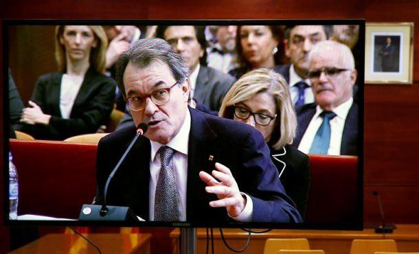 """Artur Mas, arruinado entre demandas y deudas del 9N, doy """"mi casa como garantía"""" de impago"""