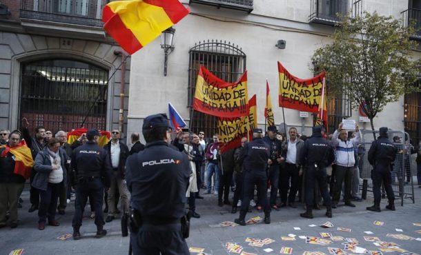 """Madrid recibe al condenado Artur Mas con: """"traidor, corrupto, ladrón, Cataluña es España"""""""