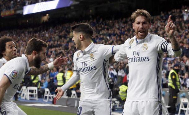 Madrid, líder tras el pinchazo del 'suflé' de la remontada del Barsa con manita del árbitro