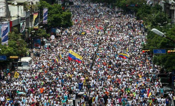 La Policía de Maduro dispersan de nuevo concentraciones opositoras en Caracas