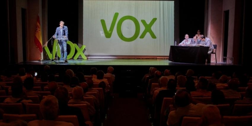 """VOX urge ilegalizar el independentismo, """"intervenir TV3"""", disolver a """"los Mozos y recuperar la Educación"""""""