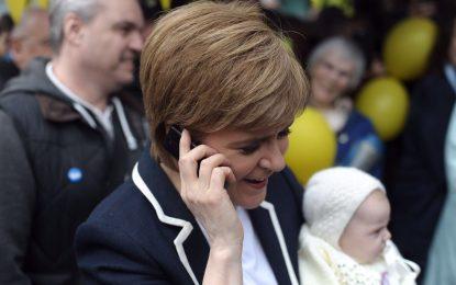 """Sturgeon: """"Noticias desgarradoras, mis pensamientos con víctimas del ataque terrible de Manchester"""""""