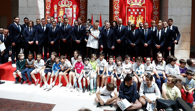 El real madrid ofreci la 33 liga a los madridistas al for Sede de la presidencia de la comunidad de madrid