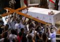 Jóvenes panameños trasladan la cruz y el icono de la Virgen María de la JMJ