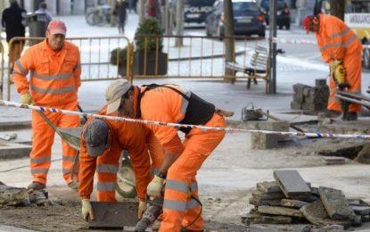 Cae el paro en España a 3,5 millones de personas con récord de caída mensual