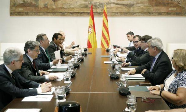 Rajoy pacta con Puigdemont integrar a Mozos de Escuadra en el Centro de Inteligencia de España
