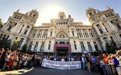 Abucheos a Carmena (Podemos) en 20 aniversario de víctima de ETA, Miguel Ángel Blanco
