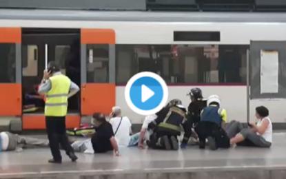 Medio centenar de heridos, 5 graves, en un accidente de tren de Cercanías en Barcelona (vídeos)