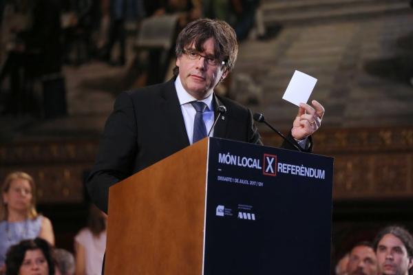 """Puigdemont: """"Toda"""" España """"es capaz de apoyarse en sus cloacas para vulnerar el Estado de Derecho"""""""
