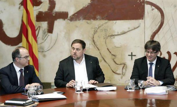 El Gobierno de Cataluña registra una veintena de ceses en 3 meses en su proceso al refreréndum