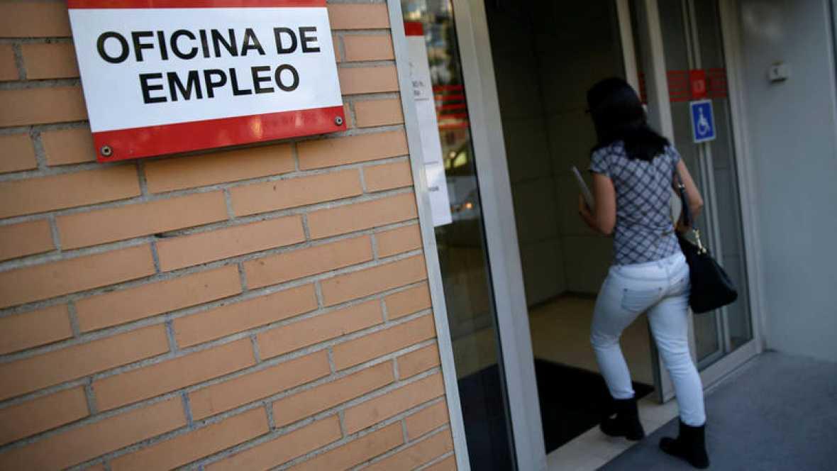 El paro baja en espa a en personas en junio y el for Oficina de paro madrid