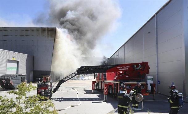 Se incendia el Ministerio de Hacienda salvadoreño con varias personas atrapadas
