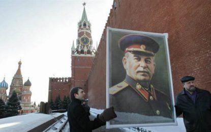 Ada Colau rinde homenaje al líder comunista stalinista Iósif Stalin en Barcelona