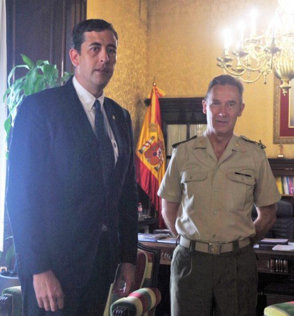 """Inspector General del Ejército nombrado """"Caballero de Honor"""" por la Unión Monárquica de España"""