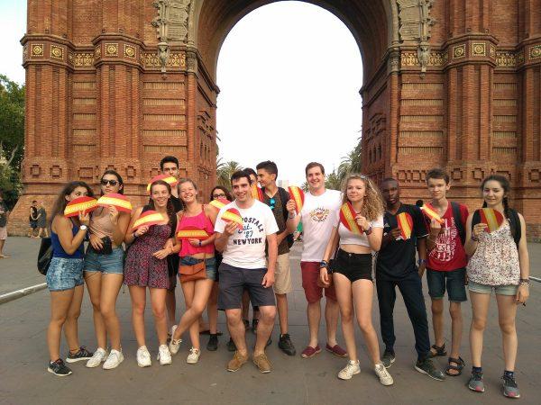 La juventud española repartirá 20 mil abanicos con bandera de España en Barcelona