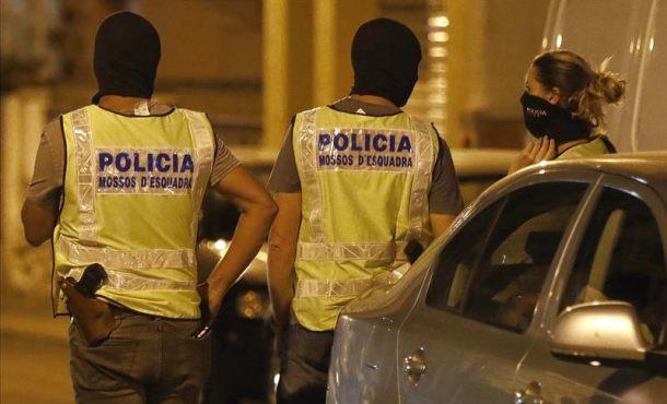 Registran locutorio y pisos de los terroristas islámica catalanes