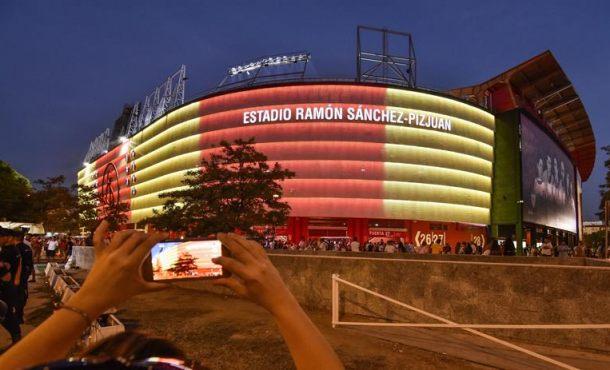 El fútbol continúa con su homenaje a las víctimas de atentados islamistas de Cataluña