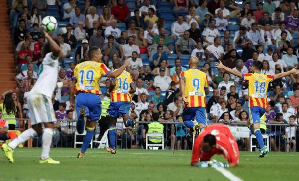 El Valencia baja a la tierra al campeón europeo y español, Real Madrid (2-2)